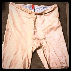 NWOT SPANX Slimplicity Shaping Shorts